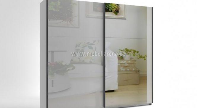 Гардероб с плъзгащи се огледални врати – чудесен избор за всяка спалня